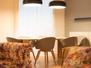 Um apartamento moderno - retro Architect Your Home Salas de jantar modernas