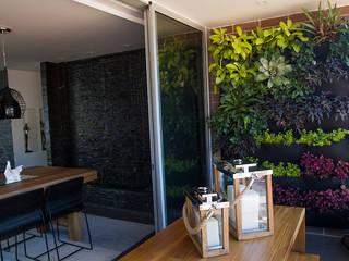 Casa Restrepo Balcones y terrazas de estilo moderno de Maria Mentira Studio Moderno