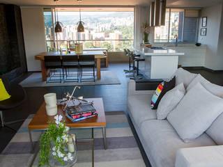 Casa Restrepo: Salas de estilo  por Maria Mentira Studio