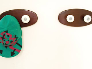 Skateboard coat rack with two skate wheels for hanging skater helmets, jackets, backpacks a original gift de skate-home Moderno