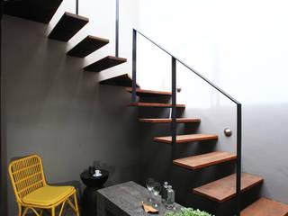Germán Velasco Arquitectos Modern corridor, hallway & stairs