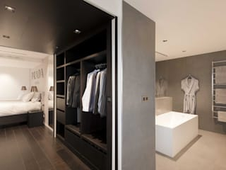 Modern Dressing Room by réHome Modern