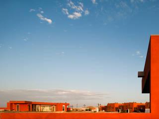 X House, Bom Sucesso, Design Resort, Leisure & Golf, Óbidos: Casas mediterrânicas por Atelier dos Remédios
