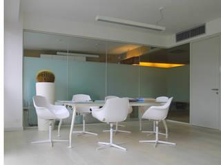Bureau moderne par STUDIO DI ARCHITETTURA RAFFIN Moderne