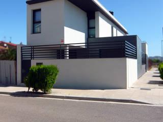 CASA L: Casas de estilo  de samad arquitectos