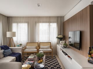 Stefani Arquitetura Living roomSofas & armchairs Wood Beige