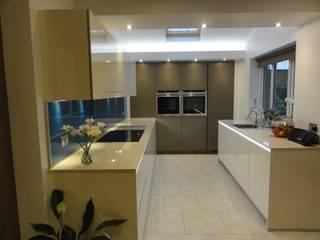 Goldstone kitchen:  Kitchen by Diane Berry Kitchens