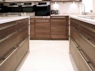 Halliwell Kitchen:  Kitchen by Diane Berry Kitchens