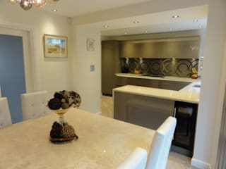 Hampson Kitchen:  Kitchen by Diane Berry Kitchens