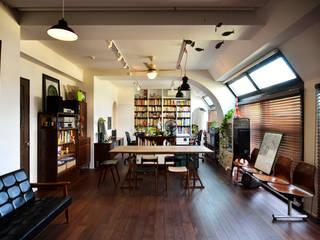 住うと仕事を楽しむ、レトロな雰囲気: 株式会社スタイル工房が手掛けたです。