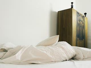 szafa, łóżko szaro-biało SypialniaSzafy i komody
