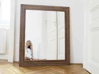 lustro szaro-biało SalonAkcesoria i dekoracje