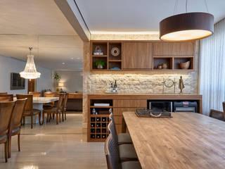 Cave à vin moderne par Juliana Goulart Arquitetura e Design de Interiores Moderne