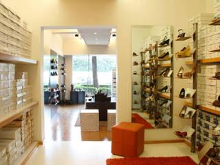 Salones de estilo  de DIN Interiorismo ,