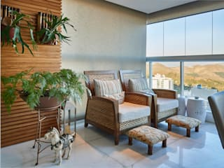 Rustic style balcony, porch & terrace by Juliana Goulart Arquitetura e Design de Interiores Rustic