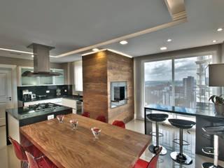 Moderne Küchen von Pauline Kubiak Arquitetura Modern