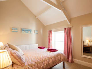Self Catering Holiday Cottage:  Bedroom by Derek Phillips Photography
