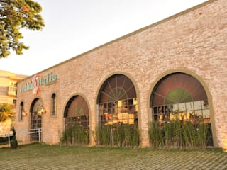 Velha Itália Pizzaria Espaços gastronômicos rústicos por Habitat Arquitetos Rústico