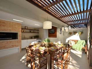 Rustieke balkons, veranda's en terrassen van Stefani Arquitetura Rustiek & Brocante