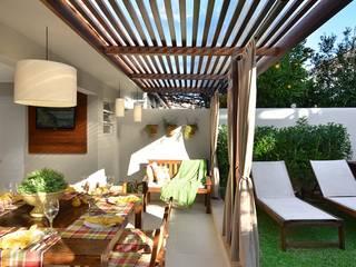 Balcones y terrazas rústicos de Stefani Arquitetura Rústico Piedra