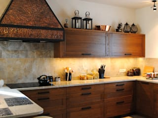 Colonial style kitchen by IN STUDIO PRACOWNIA PROJEKTOWA Colonial