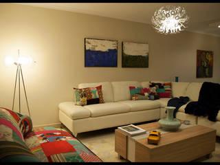 Salas de estar ecléticas por Diseñadora Lucia Casanova Eclético