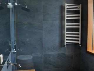 Salle de bain moderne par INSIDE arquitectura+design Moderne