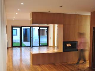 Salle à manger moderne par INSIDE arquitectura+design Moderne