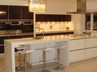 James Kitchen:  Kitchen by Diane Berry Kitchens