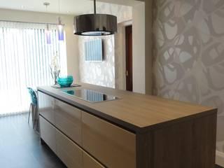 Kennedy Kitchen:  Kitchen by Diane Berry Kitchens