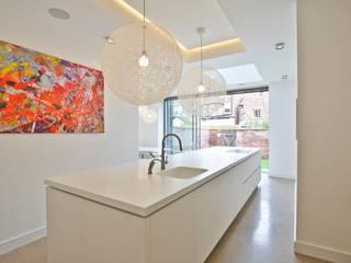 Kight Kitchen:  Kitchen by Diane Berry Kitchens