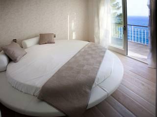 Parquet effetto spiaggiato: Camera da letto in stile  di BHC Home experience