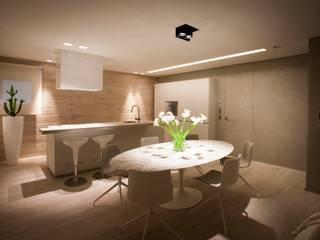 Parquet effetto spiaggiato: Cucina in stile  di BHC Home experience