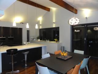Owen Kitchen:  Kitchen by Diane Berry Kitchens