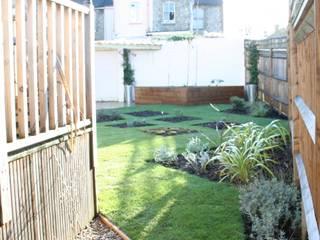 Garden from the side entrance: modern Garden by Cowen Garden Design