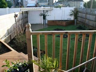 Wharf Road Maidstone, photo taken from the raised terrace: modern Garden by Cowen Garden Design