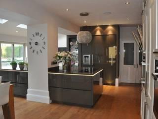 Smallwood Kitchen:  Kitchen by Diane Berry Kitchens