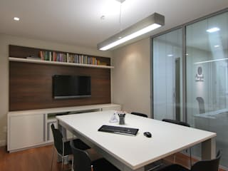 Stefani Arquitetura Office spaces & stores MDF White