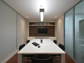 Stefani Arquitetura Office spaces & stores Synthetic Black