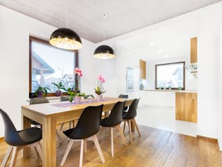Dining room by IN, Modern