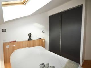 CREATION DE RANGEMENTS DANS UN LOFT: Chambre de style  par Nicolas Mercier Architecte d'interieur