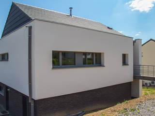 Habitation passive à Spontin: Maisons de style  par DELTA Architects Belgique