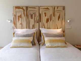 Old windows headboard:   por Home Staging Factory