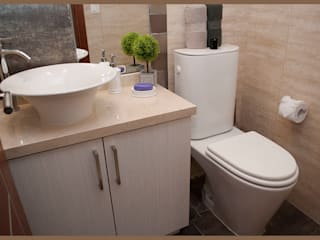 Modern Bathroom by Diseñadora Lucia Casanova Modern