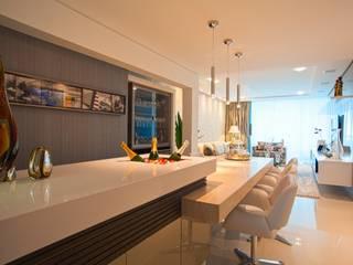 Moderne woonkamers van LimaRamos & Arquitetos Associados Modern