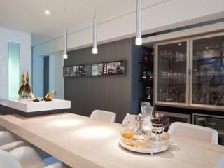 LimaRamos & Arquitetos Associados Modern wine cellar