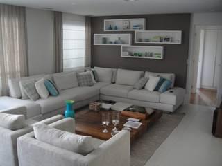 Apartamento residencial - The Gift: Salas de estar  por Benassi & Seppe