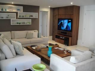 Apartamento residencial - The Gift: Salas multimídia  por Benassi & Seppe
