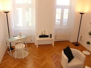 im Wohnzimmer sollte auch ein kleiner Arbeitsplatz dabei sein:   von firstlook Homestaging & Redesin