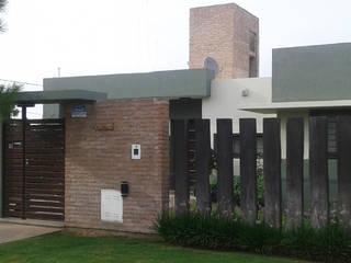 Casa TSI 1 Casas modernas: Ideas, imágenes y decoración de ELVARQUITECTOS Moderno